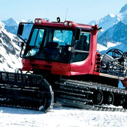 Snowcat Simulator 2011 - No slope is too steep and no snowbank is too big for Snowcat Simulator 2011!  Groom runs and clear the roads for skiers. - logo